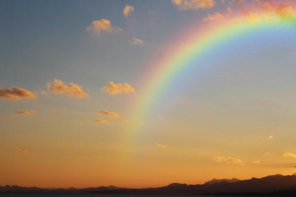 虹のおりる丘